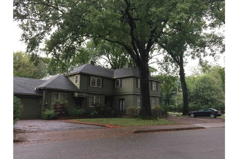 Large Charming Midtown Home, vacation rental in Southaven