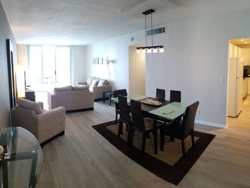1/1 Ocean front, Right on the beach, Hollywood Beach - Tides, location de vacances à Hollywood