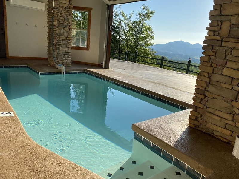 'Swim Chalet' --Massive Views**Heated Indoor Pool**Movie Theater**Fire Pit, holiday rental in Wears Valley