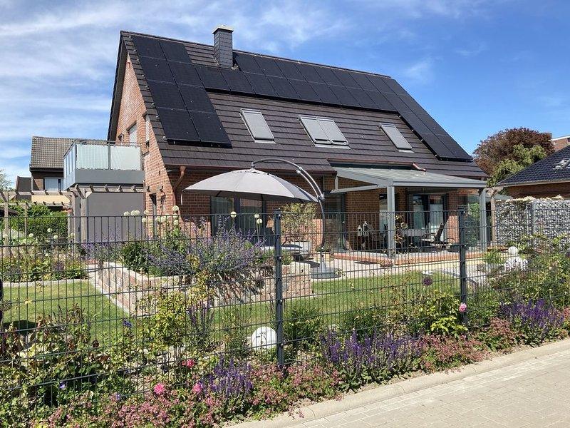 'Heimathafen': exklusive Ferienwohnung an der Nordsee mit Kaminofen, vacation rental in Minsen