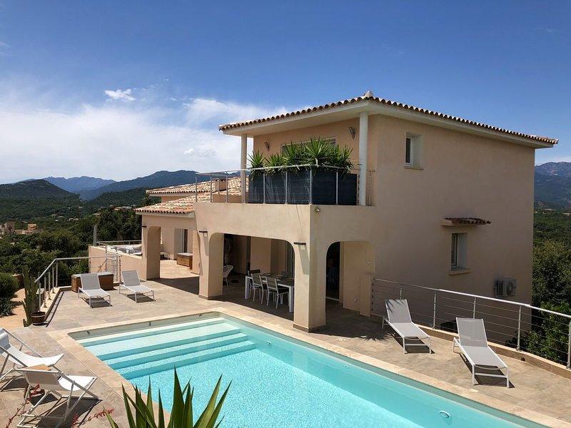 VILLA CARAMONTINU 5* : vue MER et Montagne, piscine chauffée, proche PLAGE, alquiler de vacaciones en Sainte Lucie de Porto-Vecchio