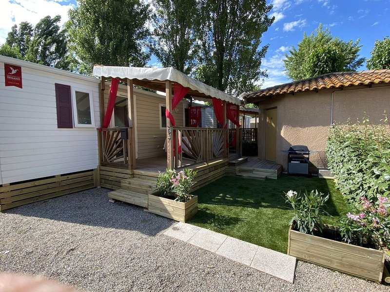 Rents mobile home for a dream holiday in camping 4 stars, vacation rental in Herault