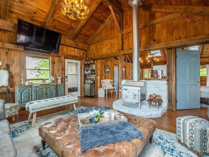 Antlers Ridge Lodge - Luxury Private Mountain Retreat, holiday rental in Dawsonville