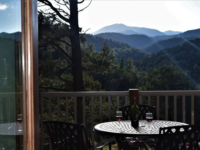 NEW 2018 Luxury Cabin! Upper Canyon Lookout-Sierra Blanca view close to town, vacation rental in Ruidoso