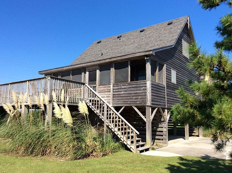 Come on 'Down South'!  3br/2ba,  steps from the ocean, gorgeous sunset views, vacation rental in Wanchese
