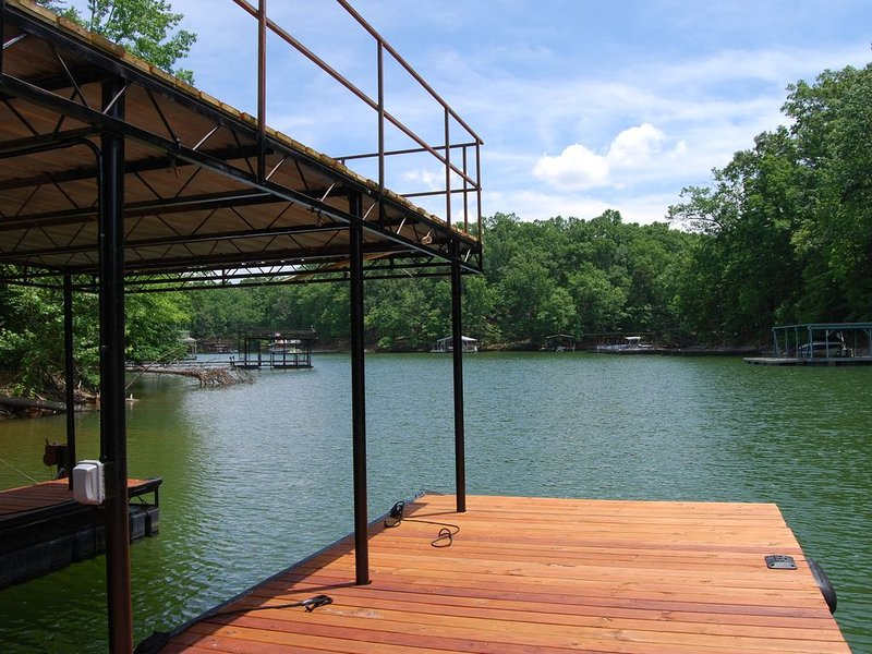 **NEW LISTING** New Lakefront Home on Lake Lanier w/ Dock, holiday rental in Murrayville