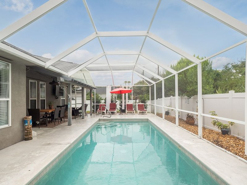 Pool, Hot Tub, Golf Cart, Outdoor TV, Pet friendly 72 in TV w/ full cable pkg – semesterbostad i Saint Augustine