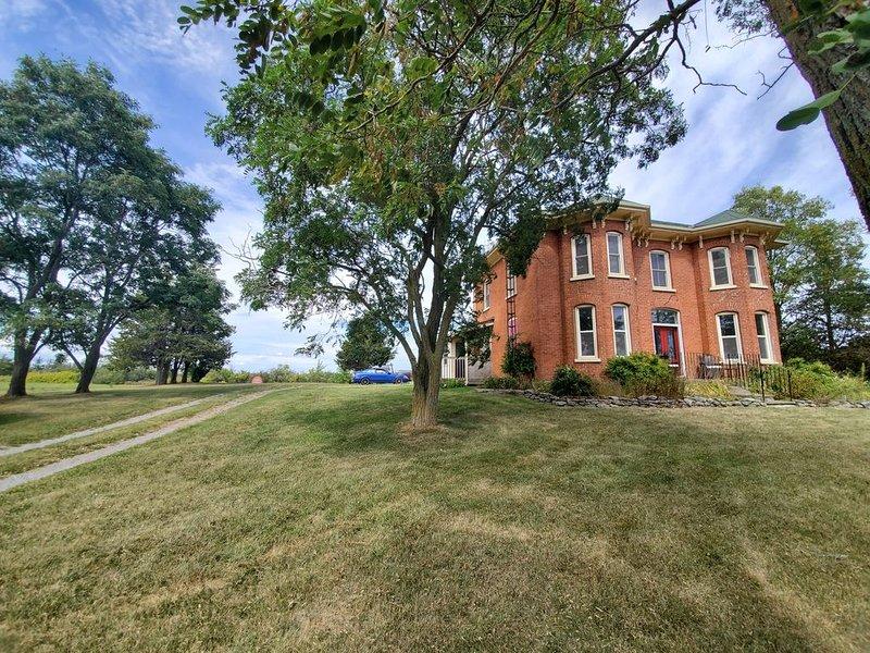 NEW - Victorian Italianate offering top Amenities, vacation rental in Ameliasburg
