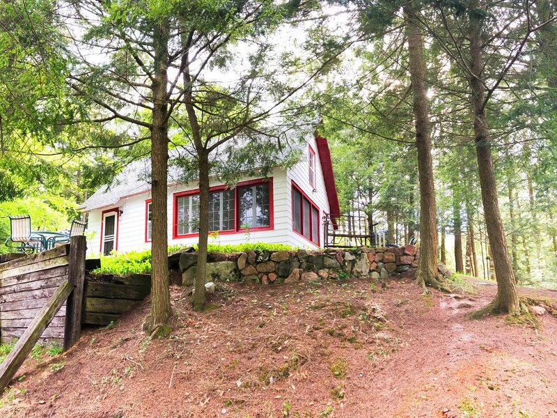 Small Private Waterfront Cottage on Upper Higley, holiday rental in Hermon