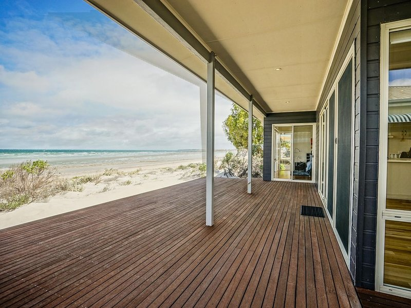 BEACHED - Step off the deck and onto the sand! 3BR Beachfront Beauty, vacation rental in Wallaroo