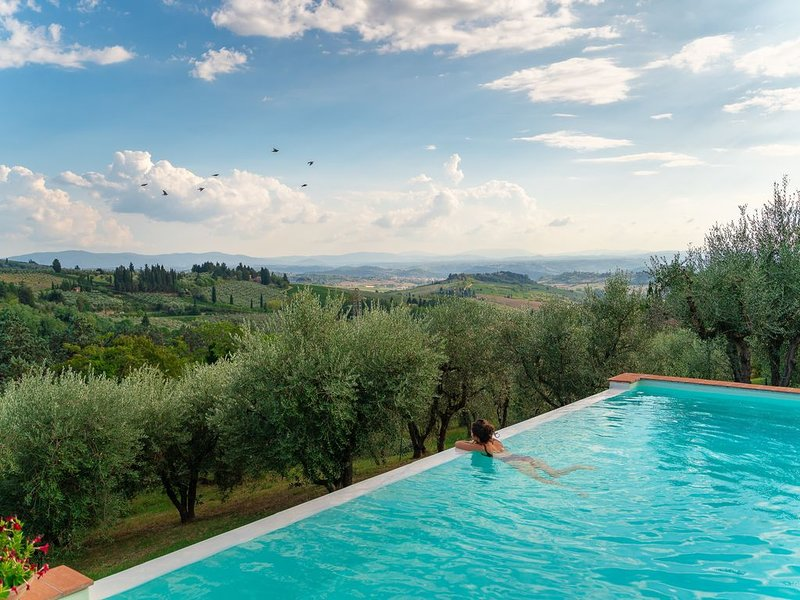 Home away from home in Chianti- pool with Jacuzzi., holiday rental in Petrognano