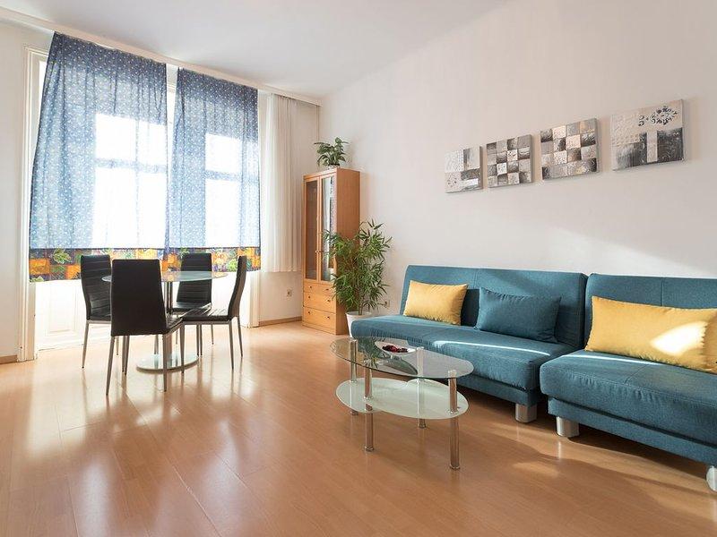 Helles Apartment für 4 Personen mit U-Bahnstation vor der Haustür, holiday rental in Gerasdorf bei Wien