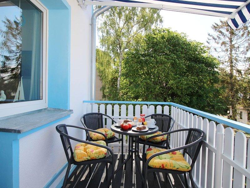 Strandnahe, familienfreundliche FeWo (OG) in kleiner Villa mit Südbalkon, holiday rental in Zempin