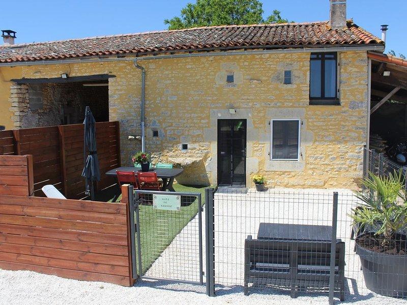 Gîte de grange cosy, spacieux avec plein d'animaux, aluguéis de temporada em Savigne