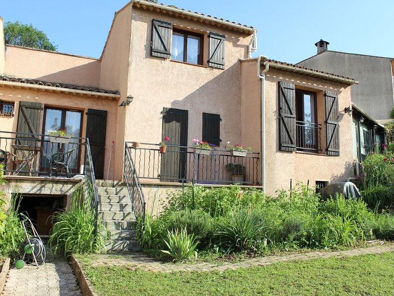 charmant appartement-1 chambre, cuisine, salon, sdb, 2 terasses, accès au jardin, location de vacances à Valbonne