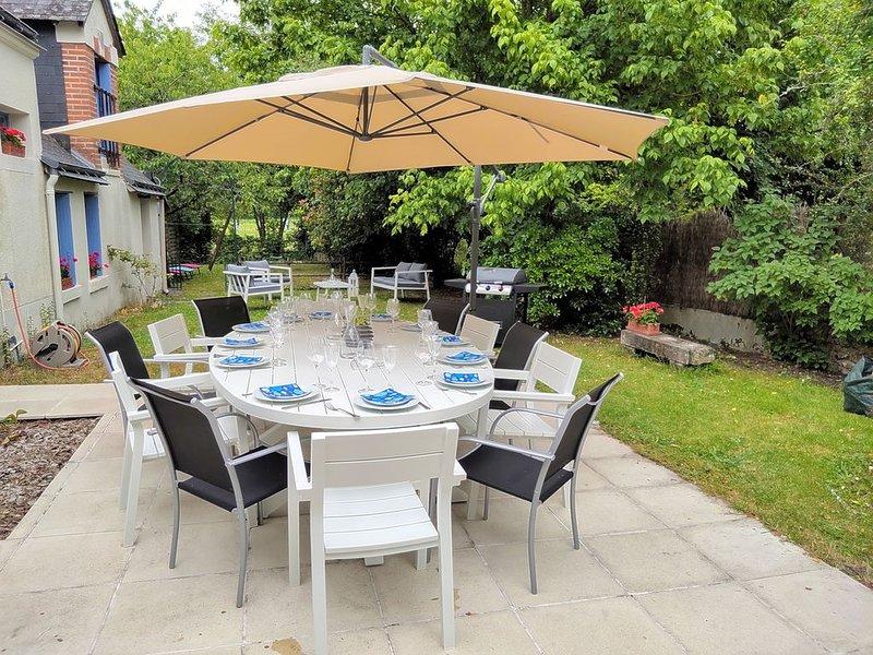 Belle longère familiale 5 chambres au bord de l'eau - 15pers, holiday rental in Chambray-Les-Tours