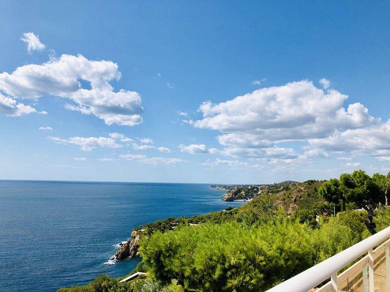 LE PARADIS AVEC VUE IMPRENABLE DANS LES CALANQUES 10/12 PERS, holiday rental in Gignac-la-Nerthe