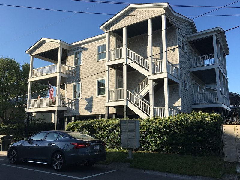Oceanside Condo, Steps from Beach,  Fire Pit!- New Listing, alquiler de vacaciones en Wrightsville Beach