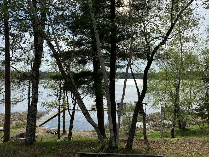 Oh The Location! On The Lake, Open Year Round and Two Restaurants/bars nearby., casa vacanza a Park Rapids