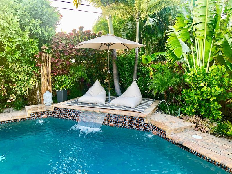 tropical retreat with private pool, holiday rental in North Lauderdale