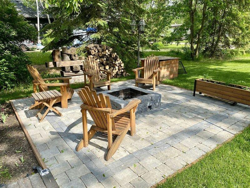 Luxury cottage living along Netley Creek in Petersfield, MB, holiday rental in Manitoba