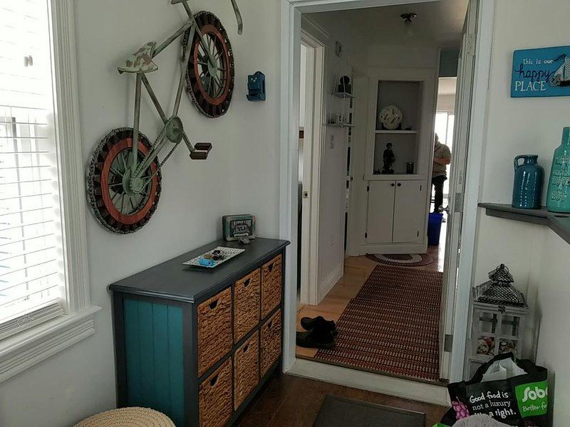 Escape to a Home with a View, aluguéis de temporada em Gardner Creek
