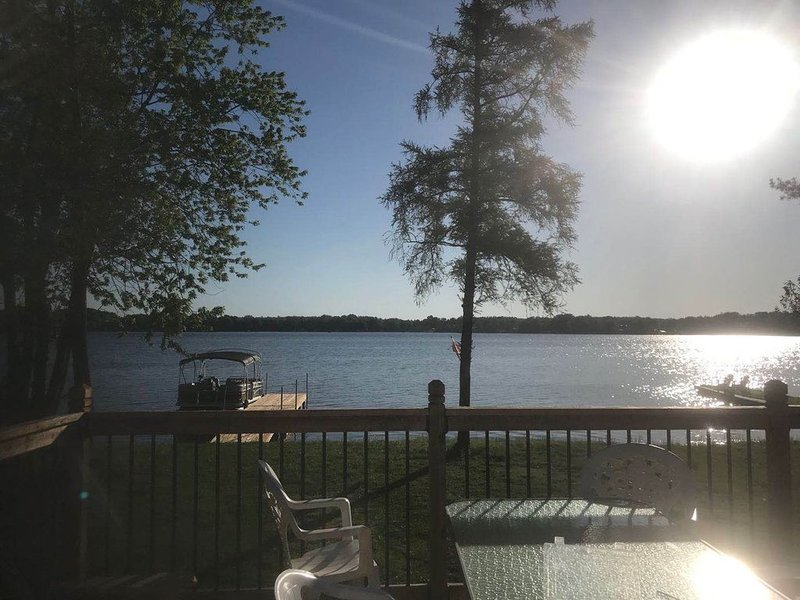 Lake Simcoe Waterfront Cottage Getaway, alquiler de vacaciones en Beaverton