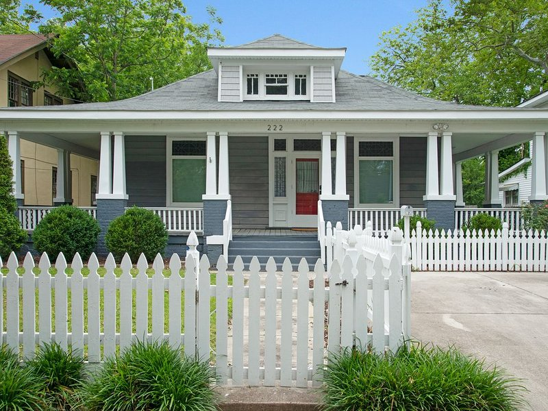 3 Bedroom Historic Home near Rocky Mount Mills & Event Center, holiday rental in Rocky Mount
