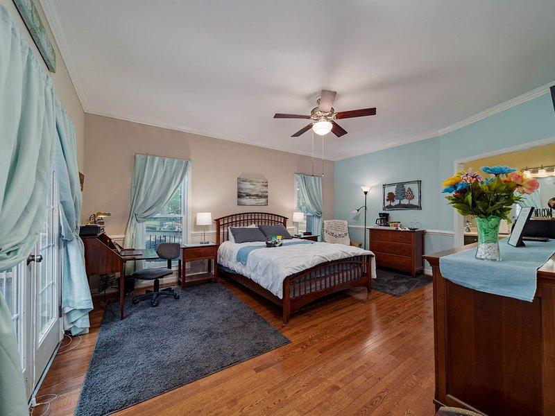 Great spot for a traveling nurse, holiday rental in Seven Oaks