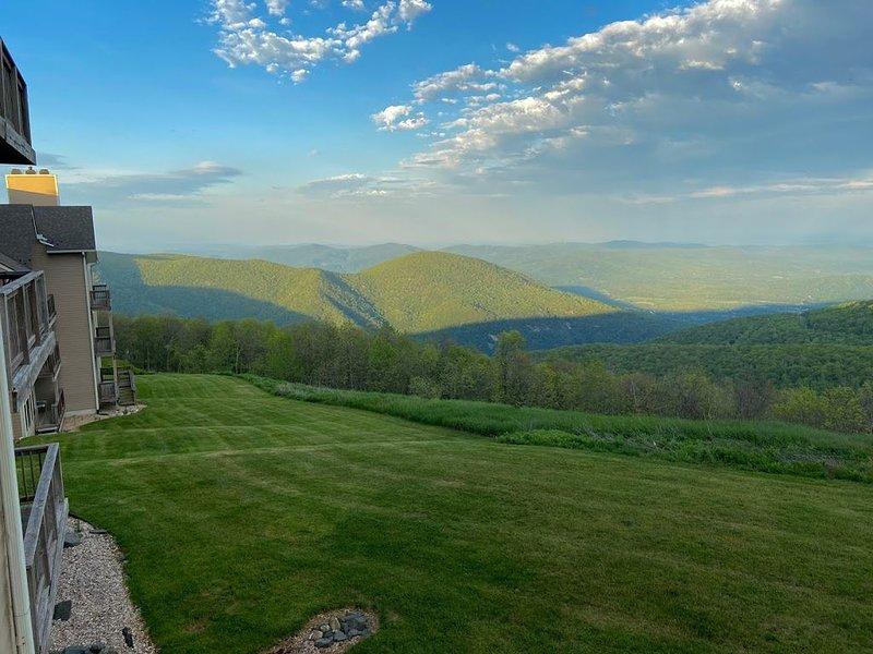 Pet friendly condo at Overlook -Wintergreen Resort! Fantastic views!, location de vacances à Middlebrook