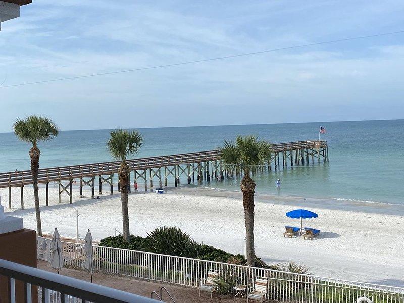 Beachfront Condo at La Contessa!, 3BD/3BA, Poolside Cabana, Private Fishing Pier, alquiler de vacaciones en Redington Beach