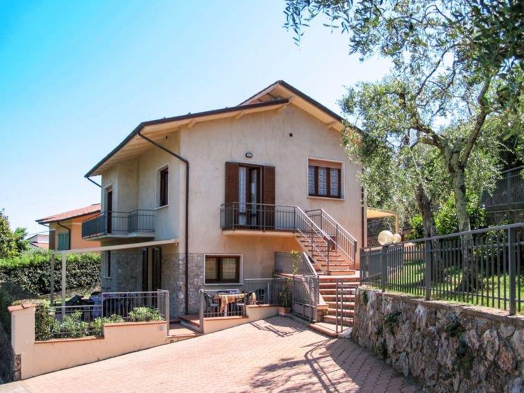 Ferienhaus Cristina (CMA177) in Camaiore - 10 Personen, 4 Schlafzimmer, vacation rental in Monteggiori