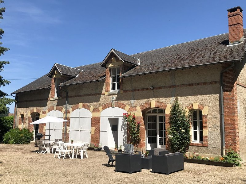 Gite in Château Grounds, holiday rental in Saint-Pourçain-sur-Besbre