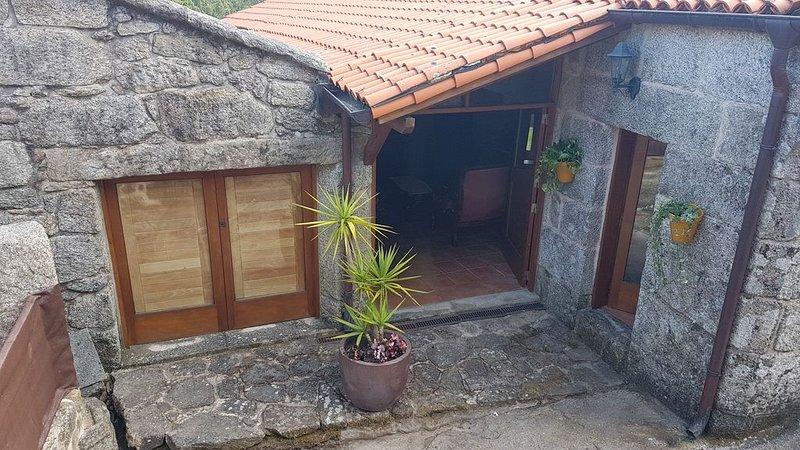 CASA RURAL DE PEDRE EN ZONA TRANQUILA A 4KM DE PLAYA, vacation rental in Ricovanca