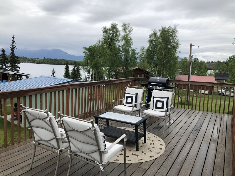 Spacious Home in Heart of Wasilla w/ Lake View! MONTHLY RATES AVAILABLE, vacation rental in Wasilla