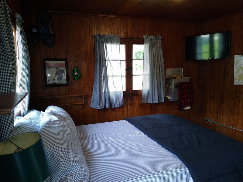 Mackinaw Timbers - Cabin #9, holiday rental in LeRoy