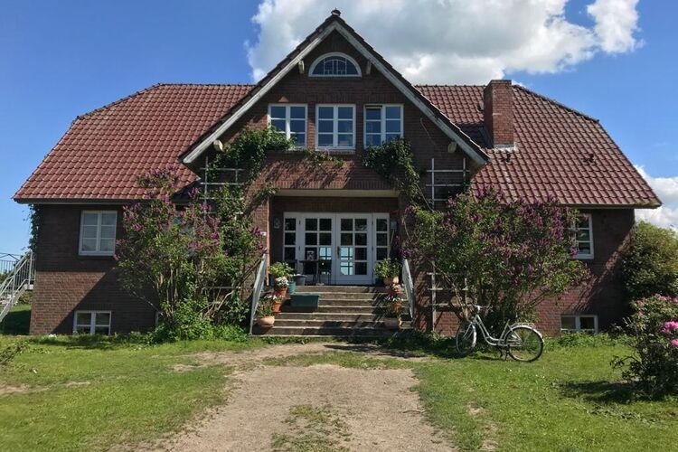 Quaint Apartment in Semlow Germany with Garden, holiday rental in Marlow