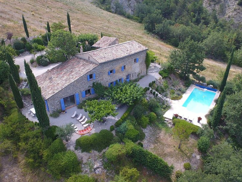 Majestic Villa in Montaulieu with Swimming Pool, vakantiewoning in Vercoiran