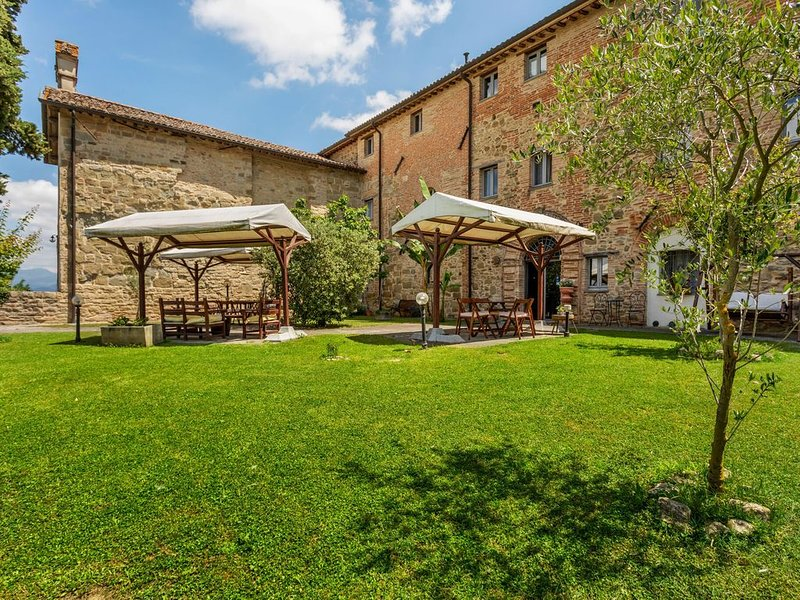 Rustic Holiday Home in Città di Castello with Swimming Pool, vacation rental in Pistrino