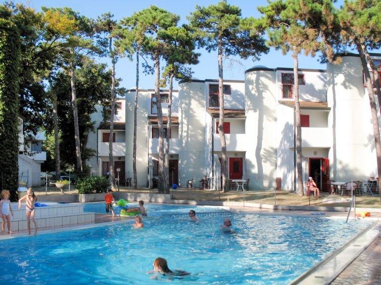 Ferienhaus Holiday Village (LIG425) in Lignano Sabbiadoro - 8 Personen, 3 Schlaf, alquiler vacacional en Province of Udine
