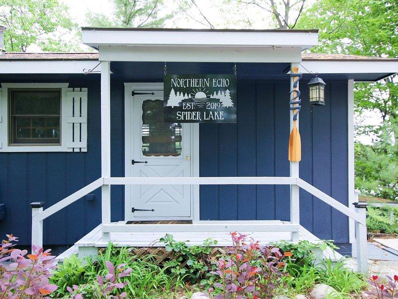 Northern Echo Cottage | Swimming, Sauna, & Stunning Views, aluguéis de temporada em South Boardman
