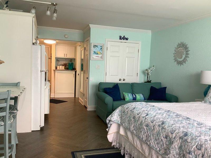 Beach Lover's Retreat - Romantic Oceanfront couples suite, vacation rental in Myrtle Beach