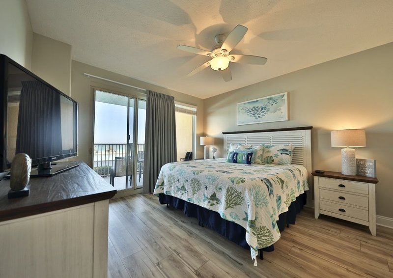 Updated Treasure Island*****Ground Floor ****King Size Beds in Both Bedrooms, vacation rental in Panama City