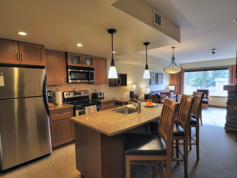 Copperstone 2BR in the Canadian Rockies - Dog-Friendly, Shared Hot Tub, vacation rental in Seebe
