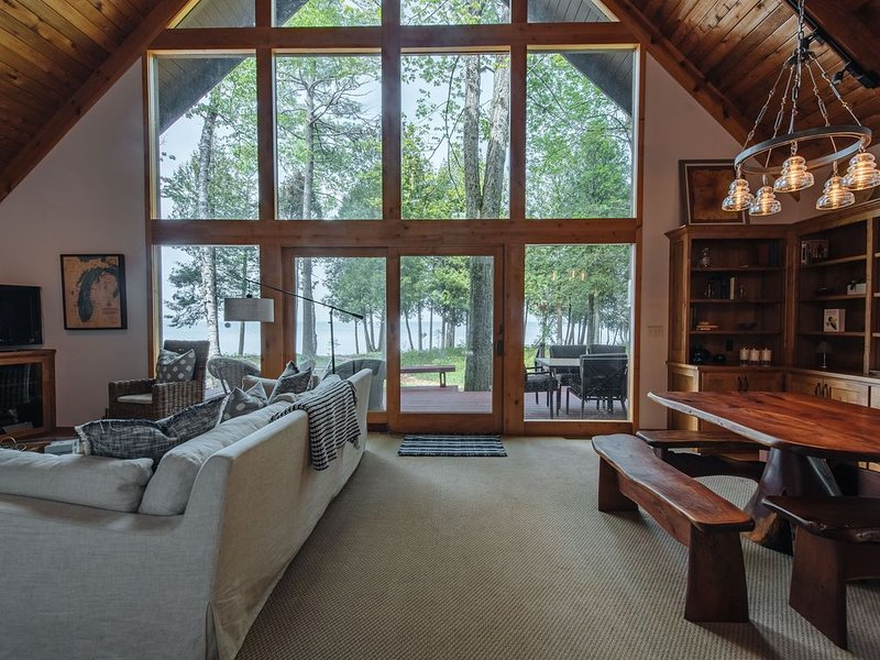 Exceptional Home, Beautiful Lake Shore on 1+ Acre - 2021 Dates Going Fast!, vakantiewoning in Jacksonport
