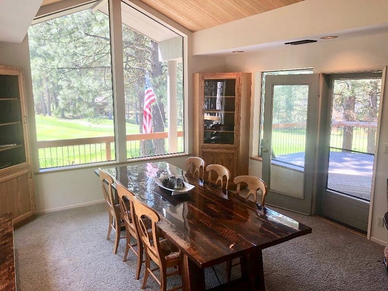 Golf House 278.  Prime location!  On the 13th green! Minutes to Paulina Pool!, vacation rental in Sisters