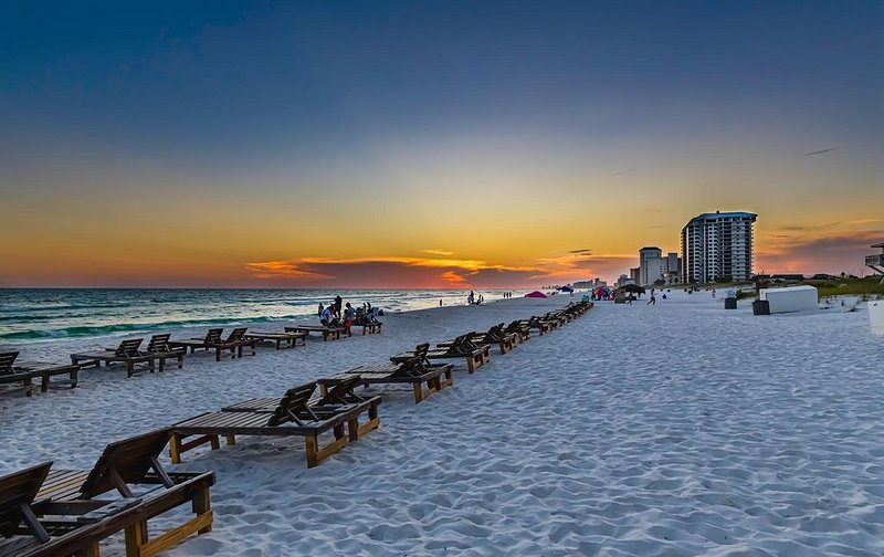 Wonderful Fully Stocked Condo in Family Friendly Complex W/Amenities Galore!!, holiday rental in Panama City Beach