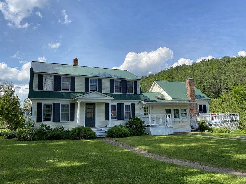 Splendid 1920s Vermont Farmhouse, holiday rental in Lebanon