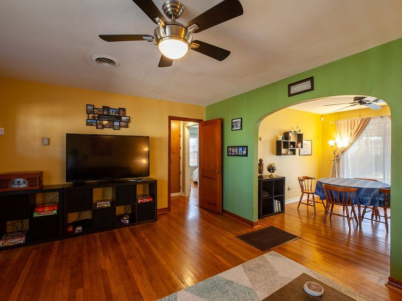 Entire House: King Bed, Patio, Close to Everything, holiday rental in Bethany