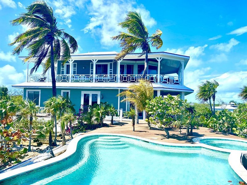 Most Luxurious Beachfront Estate w/ pool, jacuzzi , private boat, kayak and chef, holiday rental in Little Exuma
